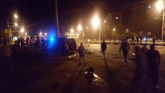 ВХарькове трое студентов наMercedes набешеной скорости разбились остолб